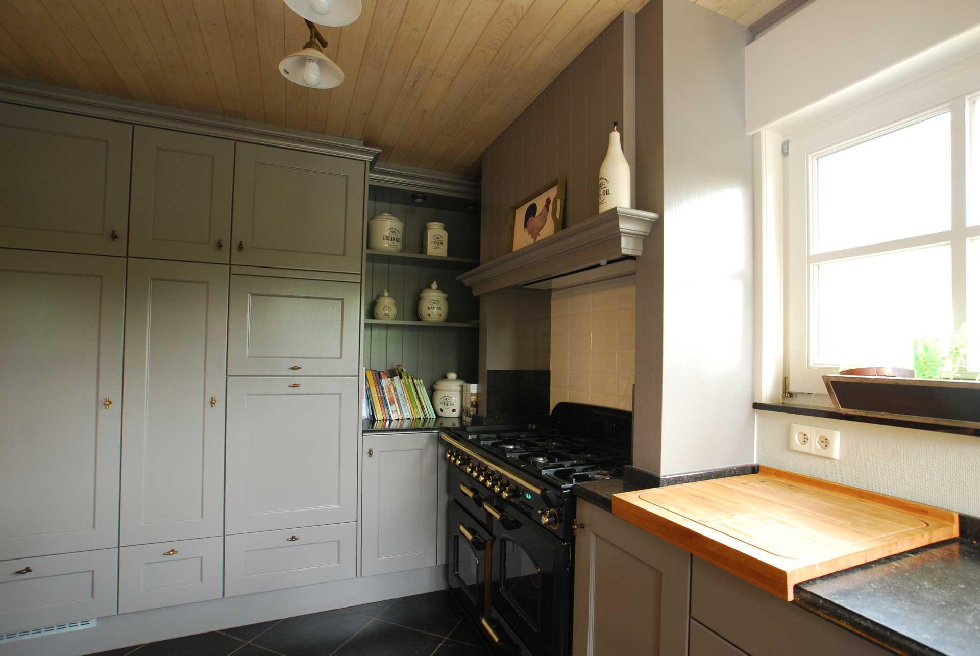 Realisaties keukens keukencenter geusens - Eigentijdse keuken tafel ...